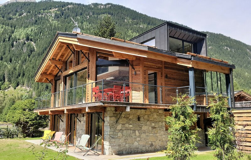 Chalet Red Fox